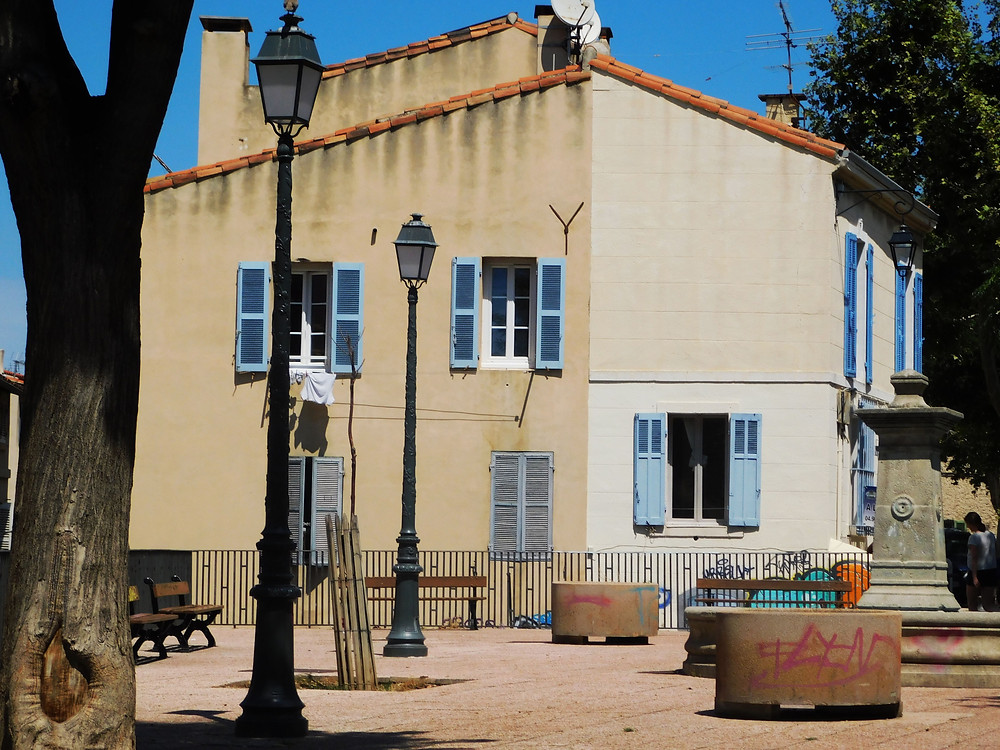 Two-toned home in Marseille on a square with graffiti