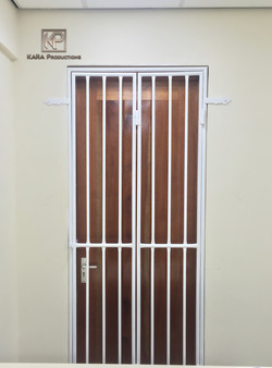 Vertical bar pedestian gates