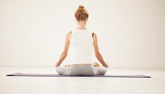 Conèixer la ergonomia postural en l'àmbit psicològic i en el físic. | Aprendre la utilització de la mecànica correcta del cos per part dels professionals sanitaris. | Conèixer tècniques bàsiques del massatge per reduir la tensió muscular i corregir posicions.