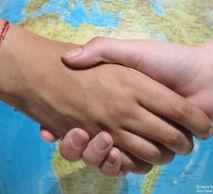Conèixer altres cultures que conviuen a Catalunya i fer una reflexió que permeti comprendre i entendre la diversitat cultural a l'àmbit de la salut. | Intentar pal·liar les dificultats en la relació entre professionals sanitaris i persones immigrades. | Entendre i conèixer els aspectes socials i culturals dels països amb immigració majoritària.