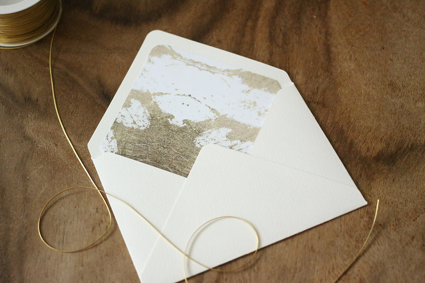 Obálka C6+ vroubkovaná cream - Blush kaligrafie