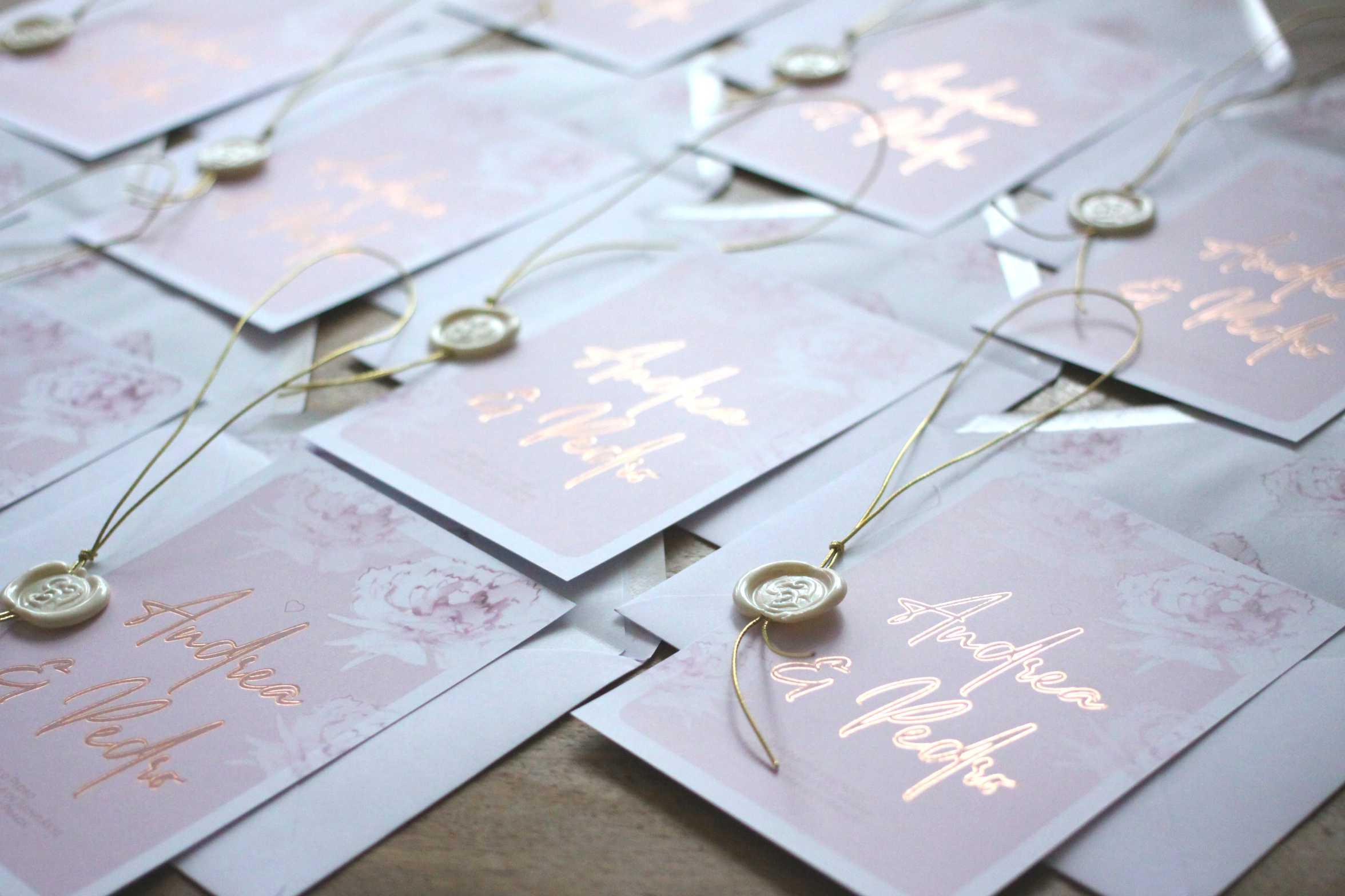Kolekce Pivoňky ve zlaté kaligrafii