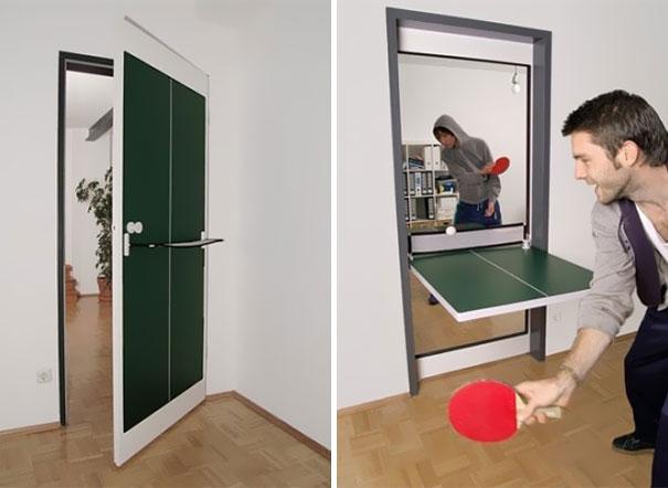 Pingpongový stůl a dveře
