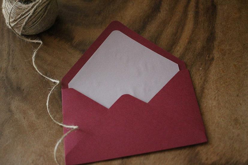 Obálka C6+ vroubkovaná burgundy - Průhledný vklad
