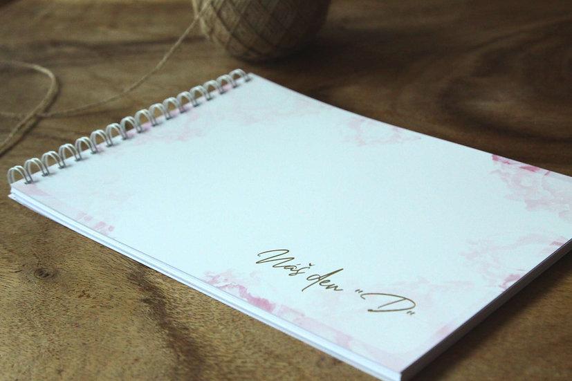 Svatební kniha přání Blush kaligrafie v bílé s prvky rukopisného písma, zlatých akcentů s pudrovými pivoňkami v boho stylu