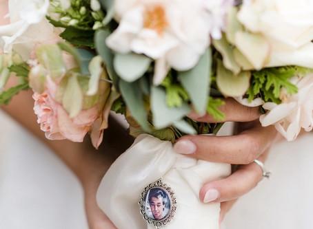 TOP svatební kytice s medajlonem
