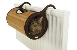 Kočičí postel na radiátoru