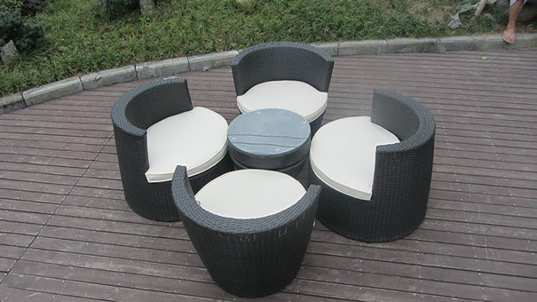 zahradní stůl a křesla
