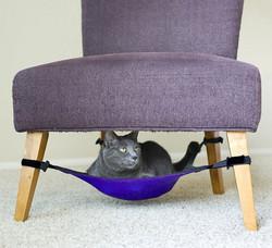 Křeslo a kočičí lehátko