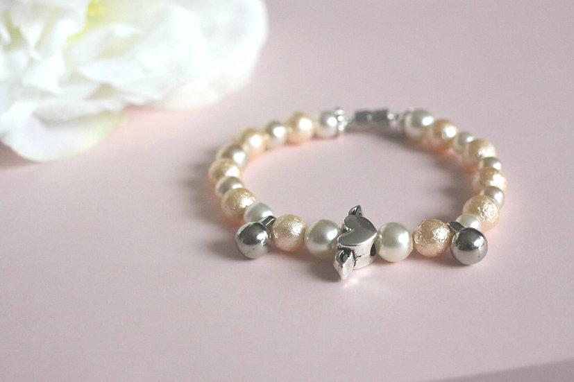 Srdce z lásky náramek z umělých perel a kovu. 249 Kč