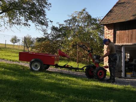 Práci manažerů a život v Praze jsme vyměnili za traktor a motorovou pilu. Proč?