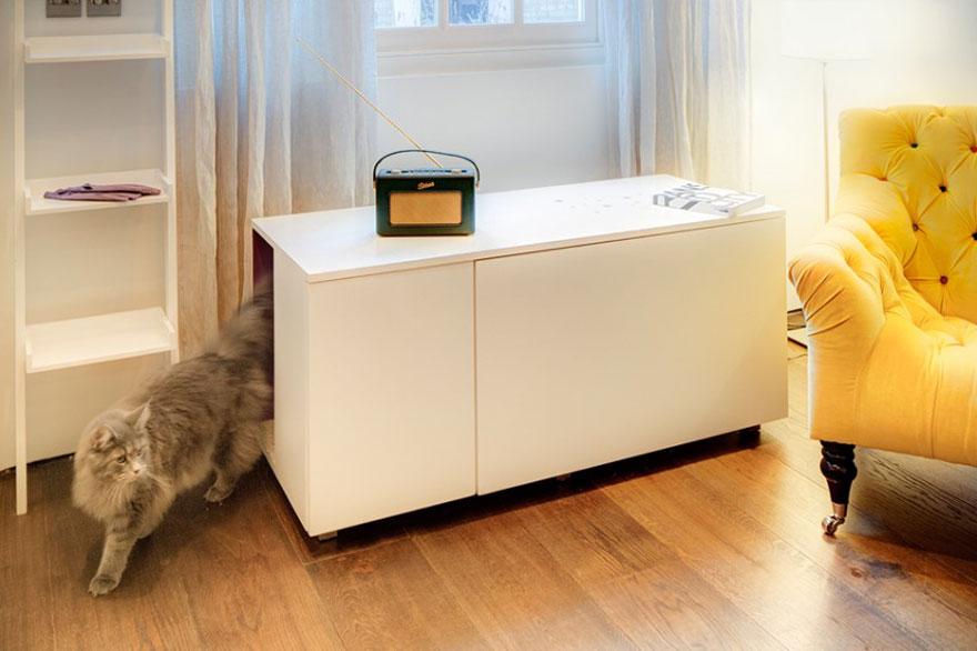 Skříňka a kočičí domeček