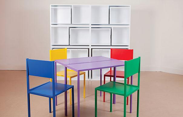 stoly, židle, skřínky