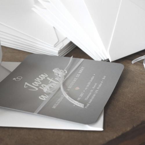 Svatební oznámení v šedé a bílé