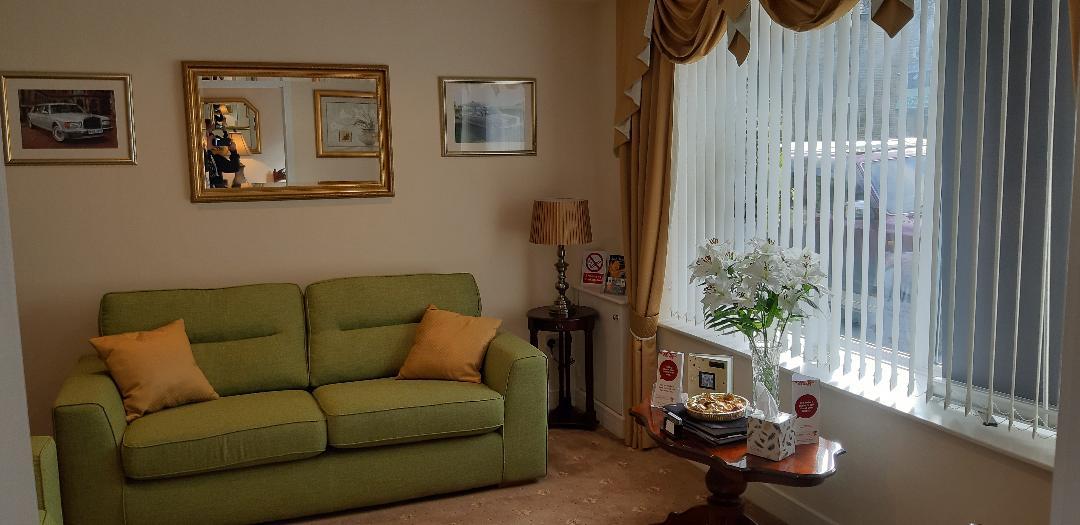 family arrangement room 6