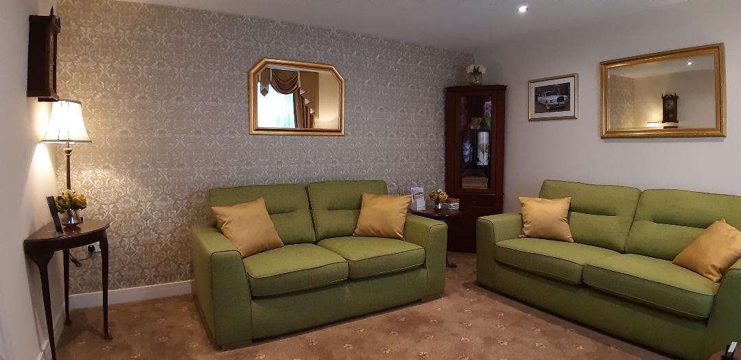 family arrangement room 3