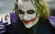 maquillaje joker- caballero-oscuro-ledge