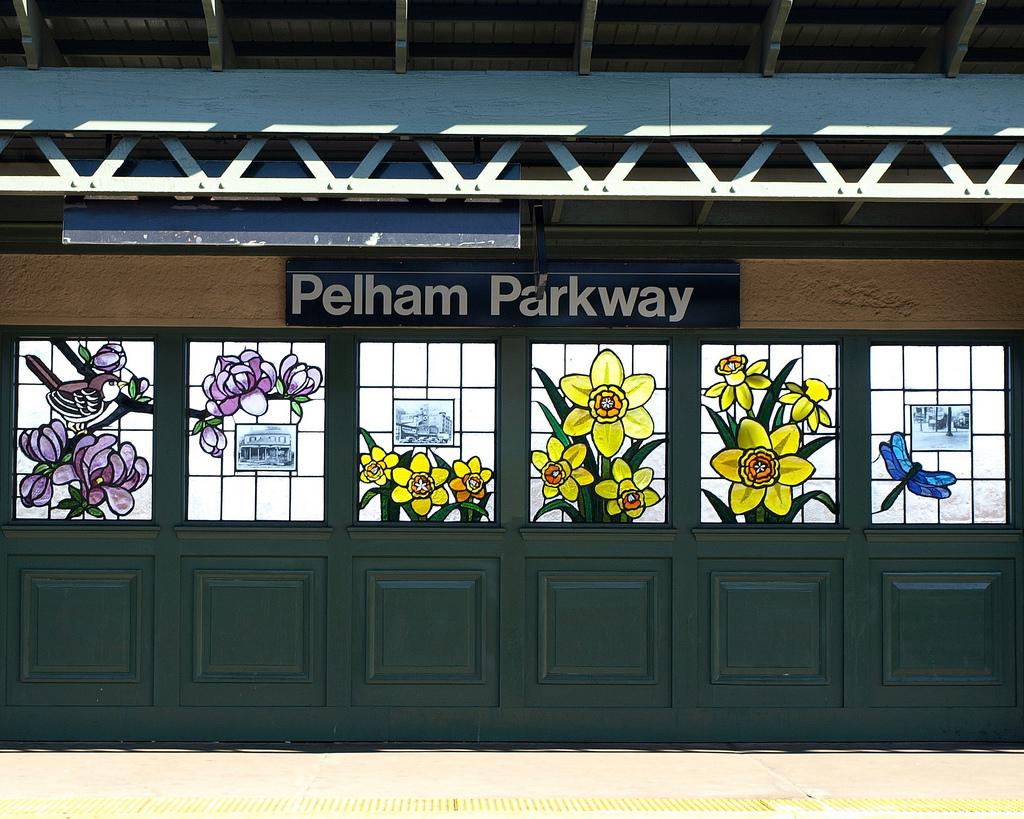 Pelham Parkway Sign