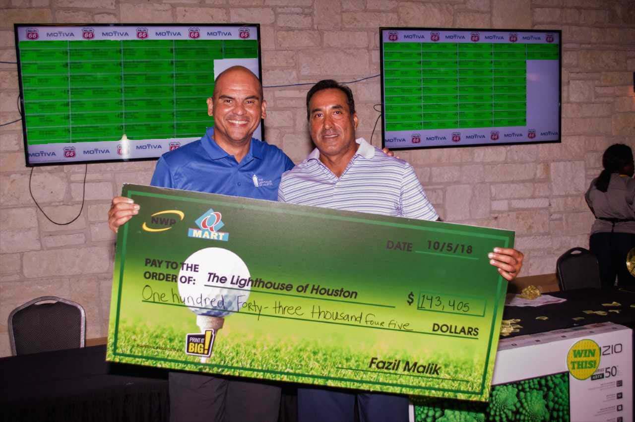 Check Presenation Photo Golf tournament
