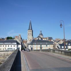 Vue de La Charité-sur-Loire depuis la rive gauche de la Loire