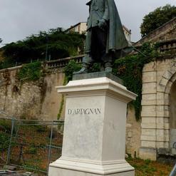 La statue en bronze de Charles de Batz,