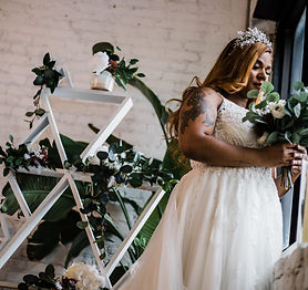 Curvy-Tattooed-Bride-in-Baltimore-City_M