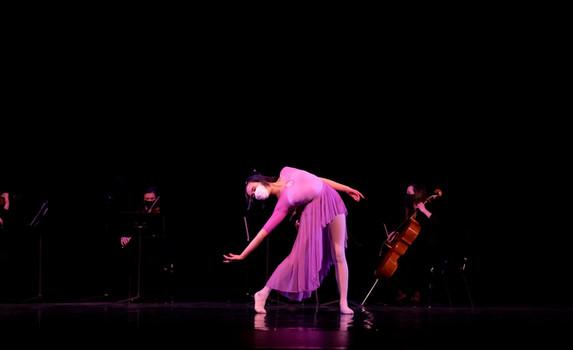 Ballet Northwest & Olympia Symphony Collaboration: Divenire (Ludovico Einaudi)  Photo Credit: Ballet Northwest / Julie Alonso; Washington Center for the Performing Arts