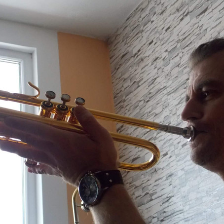 Reducing pressure for brass instruments