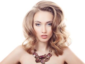 Éclaircir vos cheveux pour l'été? Les 5 choses à savoir pour un look réussi!