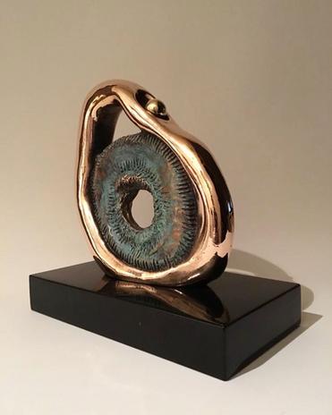 Loop, 2018, Bronze, black marble 10 x 20 x 20 cm