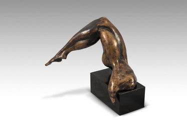 Wanna See More, 2016, Bronze, black marble 23 x 23 x 23 cm