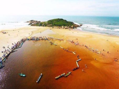 Porque cerca de 1.000 pessoas abraçaram a lagoa de Garopaba neste sábado de aleluia.