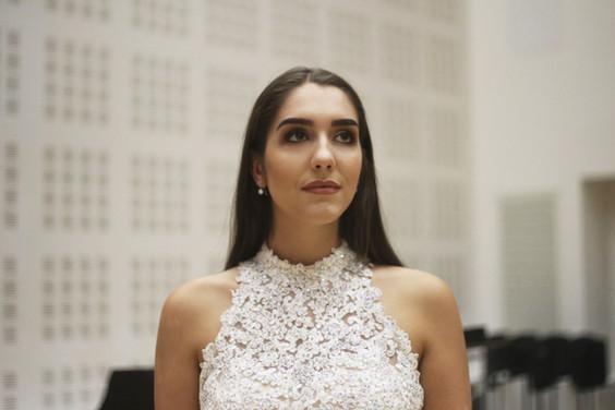 Photo: Ianthe's Photography Makeup: Olivia Leah Makeup Dress: Jules Bridal Boutique