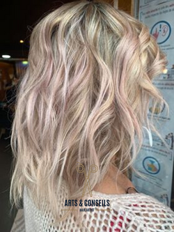 Blond Coupe Dame Ombrage coulage Brushin