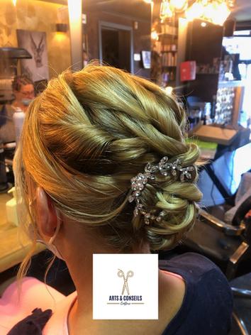 chignon de mariage par Arts et conseils coiffure coiffeur à soumagne (3).png