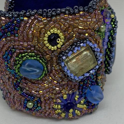 Freeform Beaded Cabachon Lined Bracelet