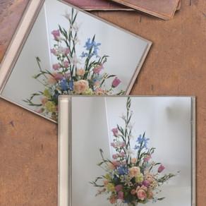 ピンクとブルー系の花で
