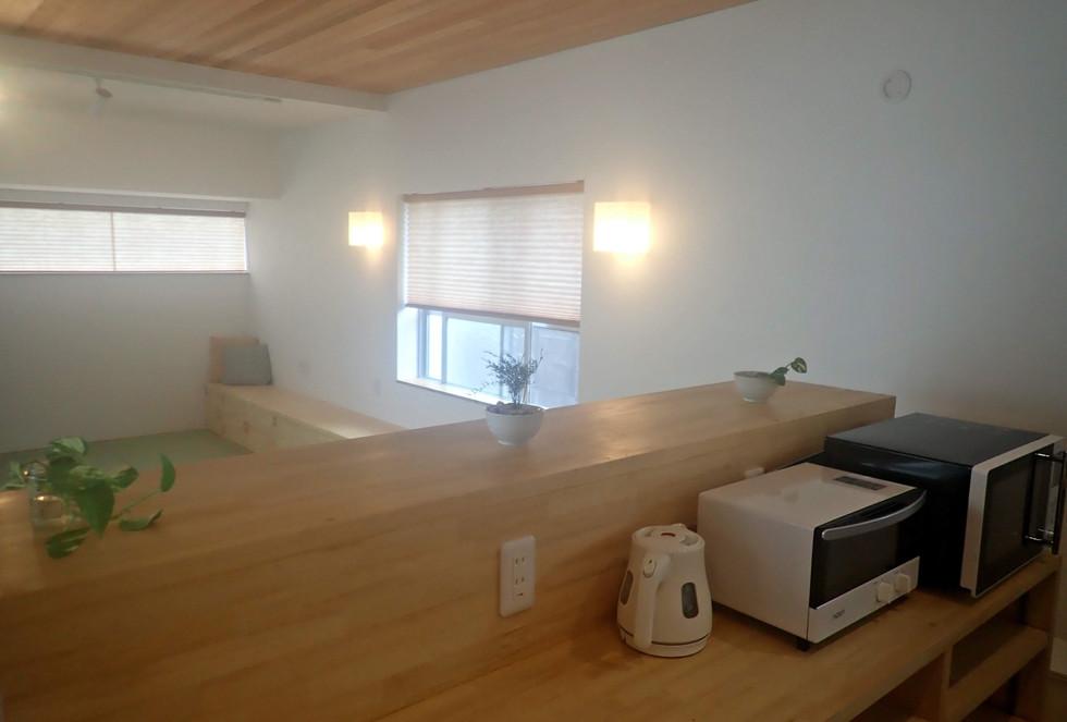 全体で23畳の広い部屋です。 Our spacious living room with open kitchen (42 squre meter)