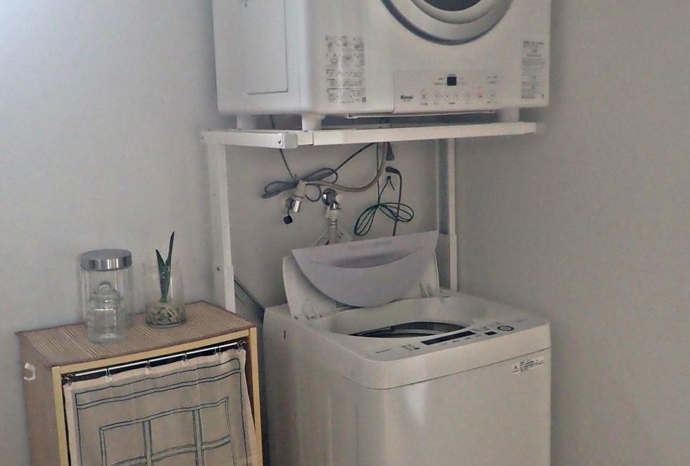洗濯機200円、乾燥機300円 洗剤はご用意してあります。 9:00~21:00まで使用可能です。 washing machine 200 yen, drying machine 300 yen, we have detergent. 9:00~21:00