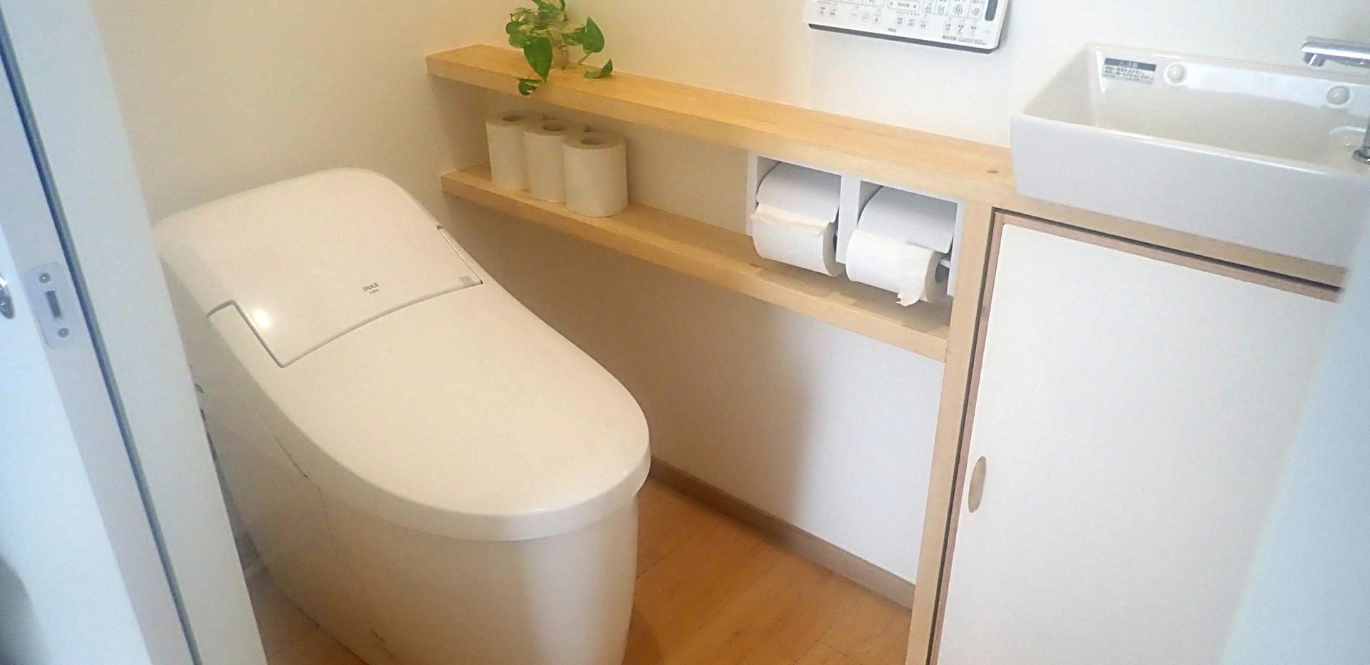 ウォシュレット付きのフルオートトイレ。1階と2階にそれぞれ1つずつあります。 Automatic toilet.