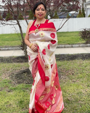 Bengal Looms: Ranjana di from New Jersey looking absolutely gorgeous in her Bengal Gorod Silk Saree from Bengal Looms.62614778053.jpg