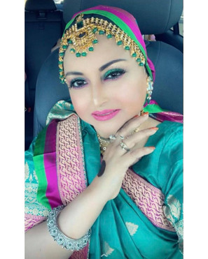 Bengal Looms Client Diaries - Zannatun looking absolutely gorgeous in her Pure Katan Silk Banarasi Saree from Bengal Looms.