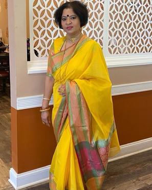 Mahua di looking absolutely fabulous in her Cotton Banarasi Sari from Bengal Looms