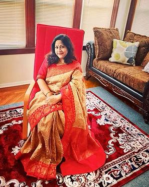 Jasmine looking absolutely fabulous in her Tussar Banarasi Sari from Bengal Looms