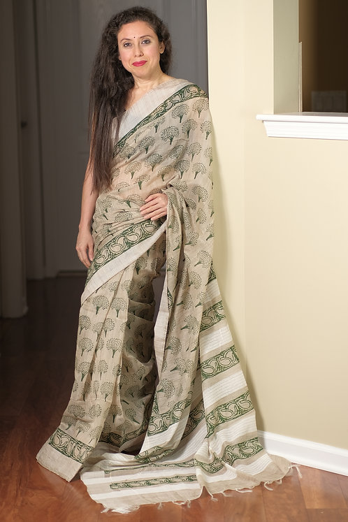 Printed Blended Cotton Saree in White and Green