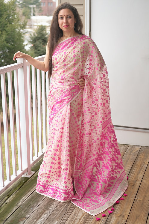 Soft Jamdani Saree in Beige and Pink