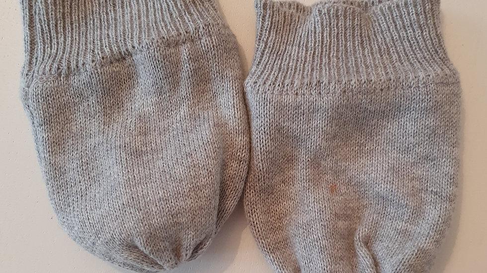 0-6 Month Grey Gloves ( Pre-loved)