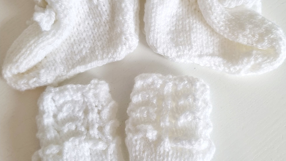0-3 Month Knitted  Booties & Mitts ( New)