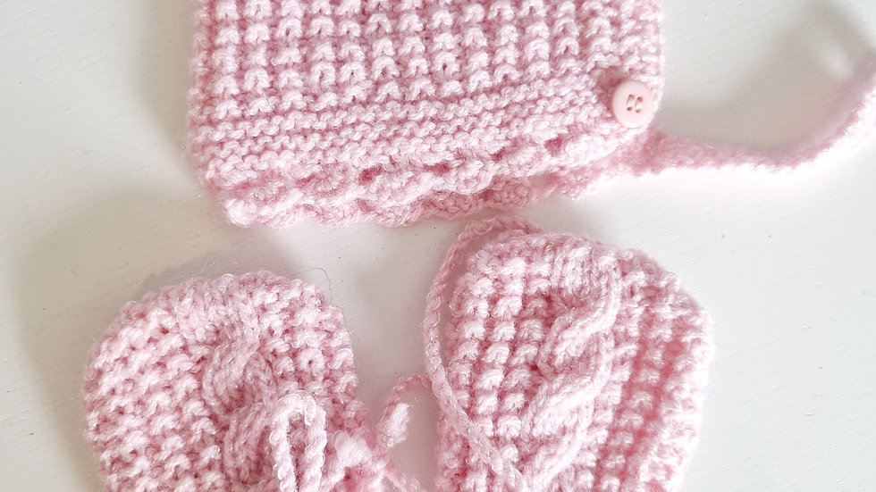 0-3  Month  Hat & Mitts Set (Pre-loved)