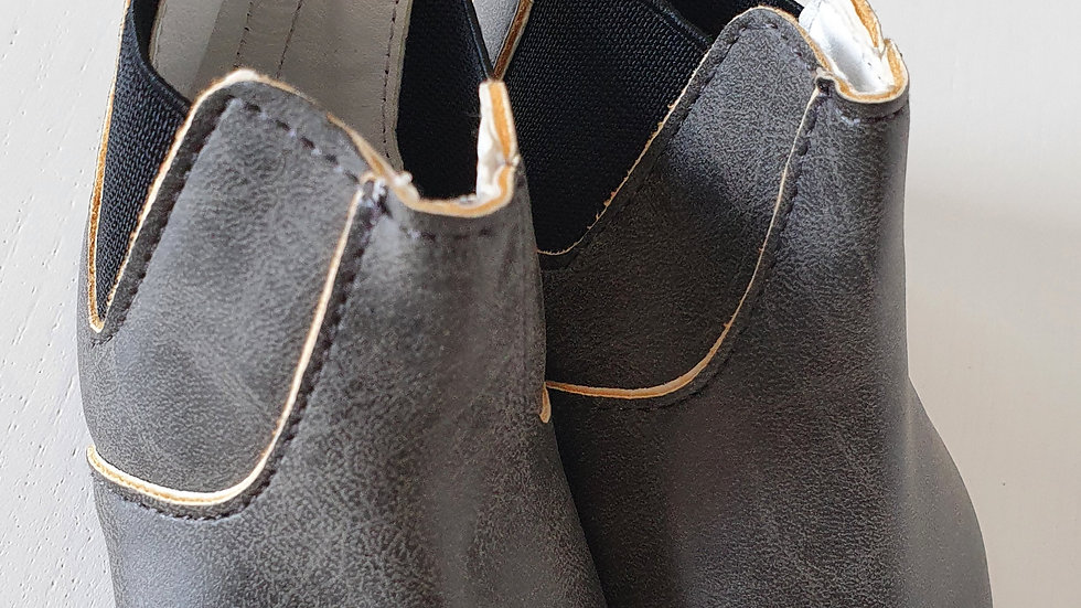 0-3 Month boy  Boots (Pre-loved)